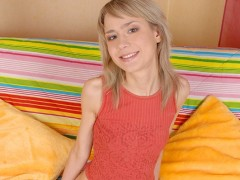 Tubie indor hot fuke girl  i video